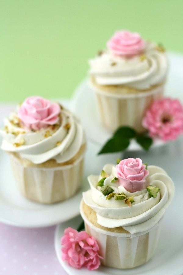 Impulse – {Rose Cupcakes}