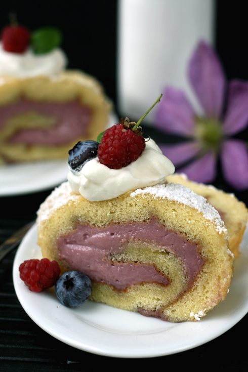 Twist – {Mixed Berry Swiss Roll}